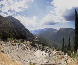 αρχαίο-θέατρο-δελφών
